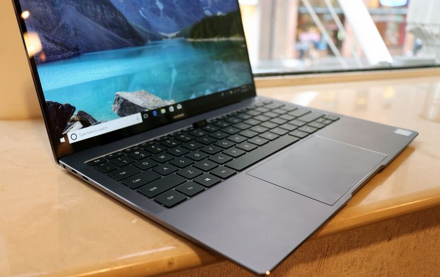 Huawei Matebook X Pro left edge