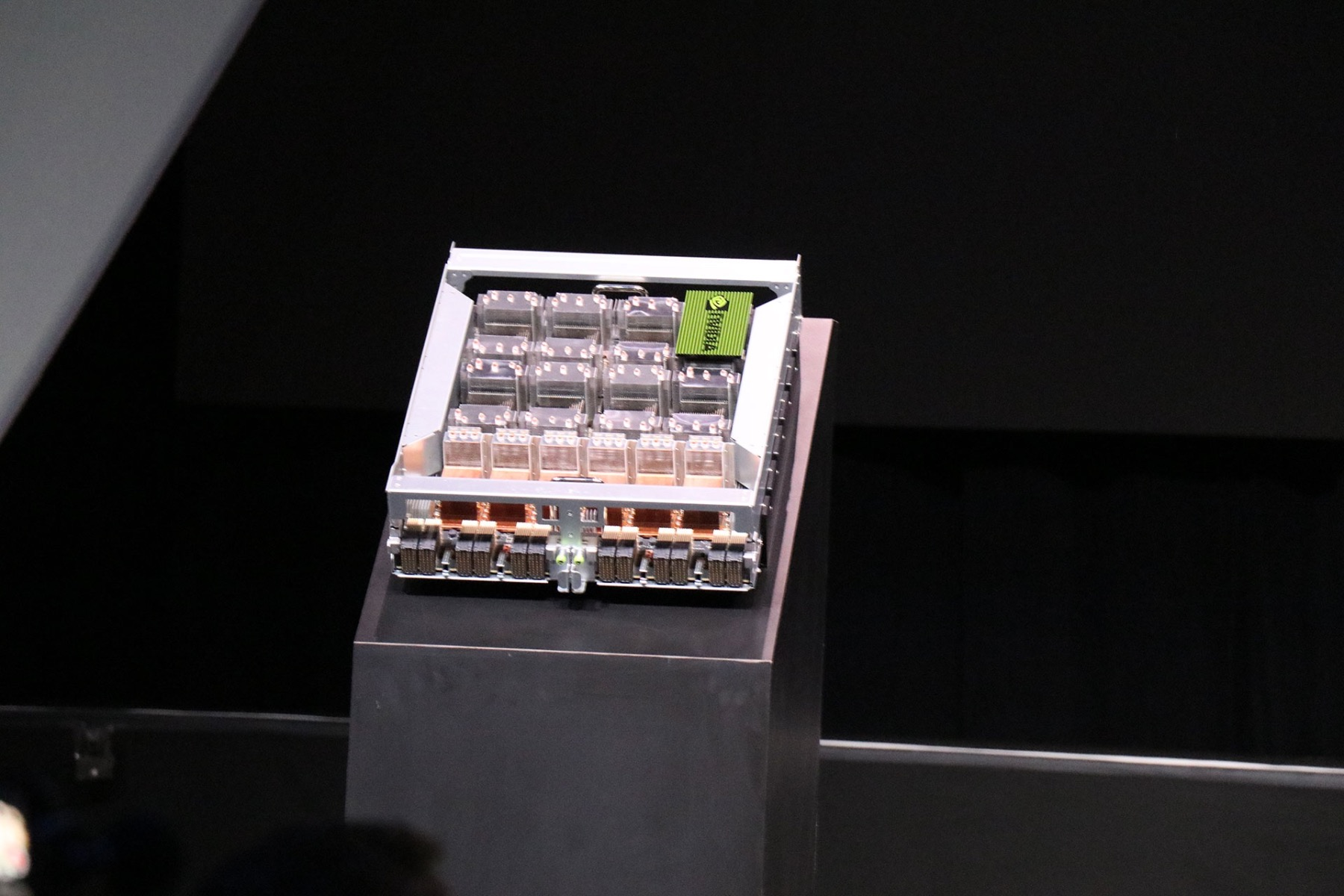 NVIDIA Unveils Beastly 2 Petaflop DGX-2 AI Supercomputer With 32GB Tesla V100 And NVSwitch Tech (Updated)