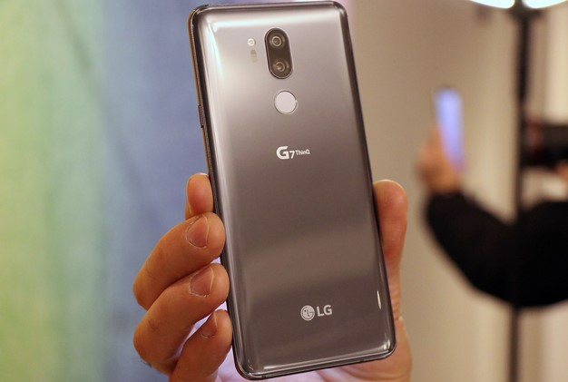 LG G7 ThinQ back2