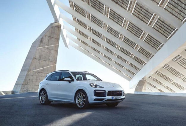 Porsche Cayenne E-Hybrid Unveiled With 455 HP