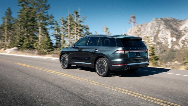 2020 lincoln aviator 2