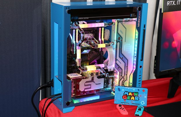 Maingear F131 With Apex Spectrum and Nintendo Switch Dock