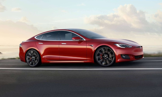 Internal Combustion Engine Auto Manufacturers Are Attempting To Field Their Own Entries Into The Luxury Electric Vehicle Market Tesla Is Moving