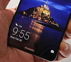 Huawei Digs A Deeper Hole By Delivering Lock Screen Ads To Phones