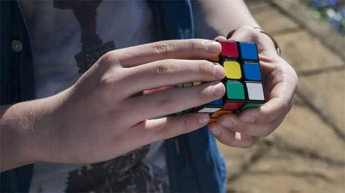 rubiks cube hands
