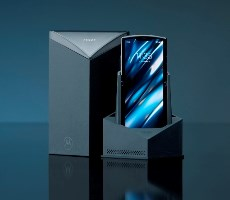 Motorola's Reimagined Razr Is Folding Smartphone Triumph That Skips The Display Crease