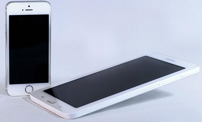 Apple iPhone and Samsung Galaxy