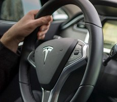 Tesla's Self-Driving Cars Can Now Accelerate Through Green Lights Without Driver Approval