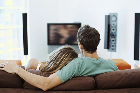 couple watching tv Get Watch Tv On Pc Without Tuner